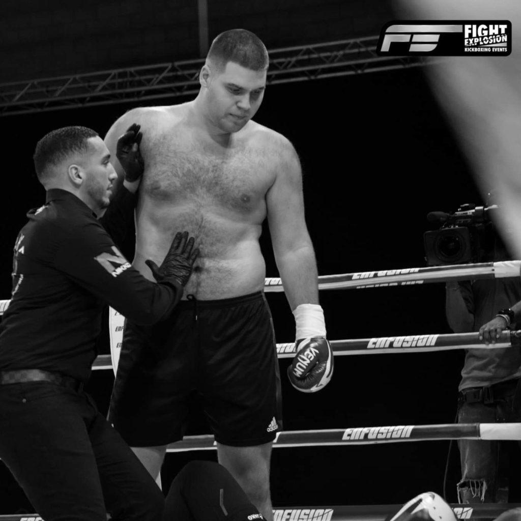 Daylan Rajic in de ring staart zijn KO tegenstander op grond na