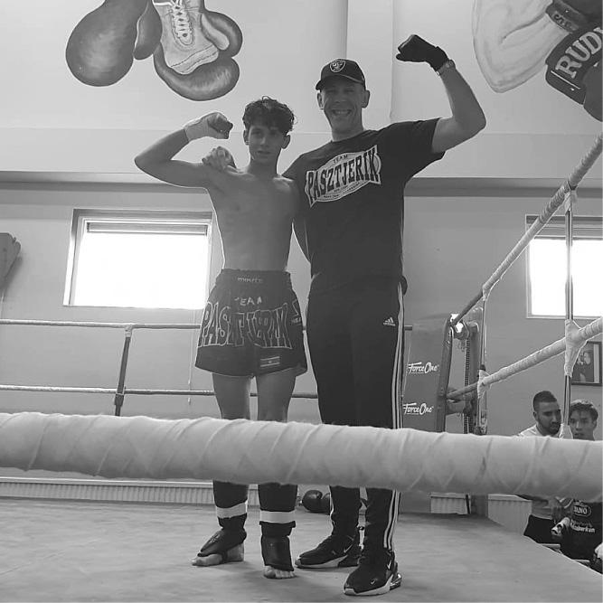 Team Pastzjerik jeugd kickbokser pakt de winst