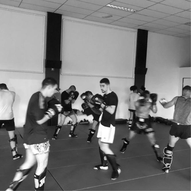 Kickbokstraining voor volwassen bij Team Pasztjerik